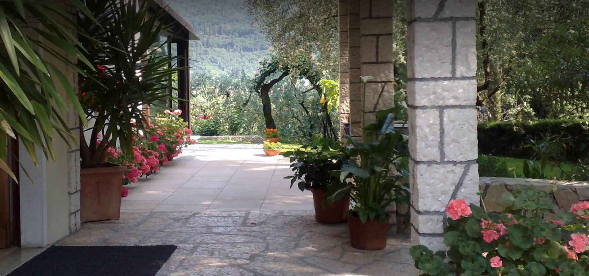 hotel-degli-olivi-portico